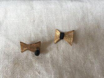 真鍮 蝶々のピアスの画像