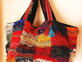 絵画なパッチワーク 手編み ビッグトートバッグ ふんわり タッセル  カラフルの画像