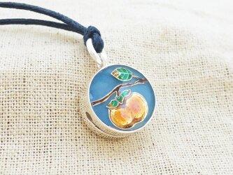 銀製の鈴『柿実る』(シルバー925+レジン)根付・帯飾りの画像