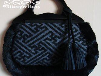 【受注生産】イタリア製ウール生地とベトナム買い付け木製ハンドルの刺し子風、紗綾形模様 グラニーファーバッグ(黒×グレー)の画像