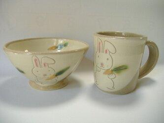うさぎのマグカップとお茶碗のセットの画像