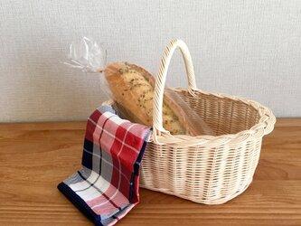 三つ編みふちのパンかごの画像