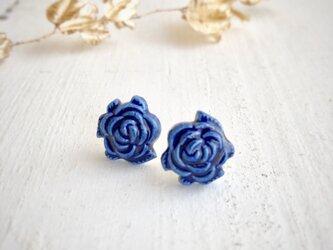 Rose/S size 瑠璃色 : 陶器 : ピアス/イヤリングの画像