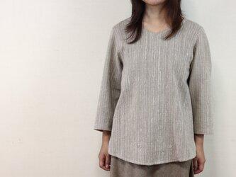 8分袖 V襟 ゆったりプルオーバーシャツ (グレー)の画像
