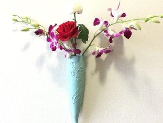 青釉掛け花入 壁掛け用花器の画像