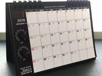 【カレンダー】SKM-365・アナログシンセカレンダー2019 卓上/黒×オレンジの画像
