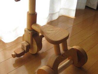木製三輪車の画像