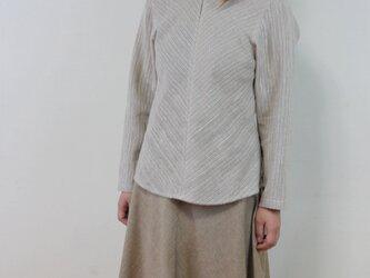 丸襟のシンプルなバイアスシャツ・グレー(コットン&ヘンプ)サイズLLの画像