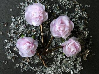 ピンクのミニバラのヘヤーピンの画像