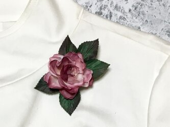 ピンクのバラのコサージュ Bの画像