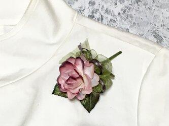 ピンクのバラのコサージュ Cの画像