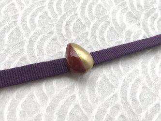 雫型  バイカラー 明るめボルドー 小さな帯留めの画像