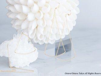 【Minimalism】14KGF Cuvy Bar Earrings,-- GoldxGold--の画像