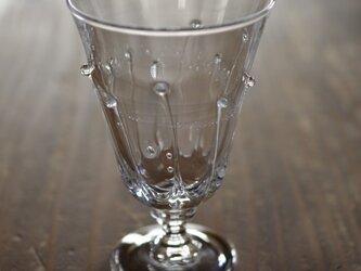 雫のワイングラスの画像