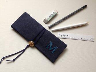 temps「 M 」 リネン手刺繍ペンケースの画像