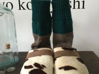 手編みの靴下 2019 グリーン 茶の画像