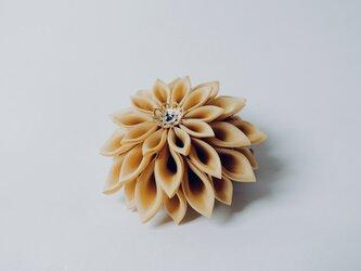 つまみ細工 渋黄花のコサージュ lightの画像
