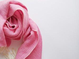 体にそっと馴染んでくれるカシミヤストール 手織り ピンク 928の画像