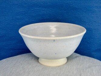 陶器ご飯茶碗(やや大)薄青白の画像