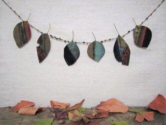 秋の葉っぱのガーランド 5の画像