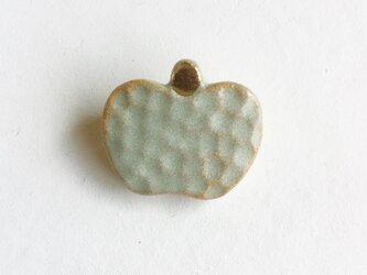 陶ブローチ 青りんごの画像