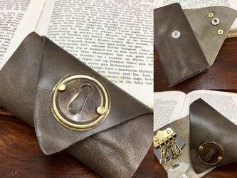 オシャレな革小物❤️魅惑の鍵穴付きキーケース (カーキモカ)の画像