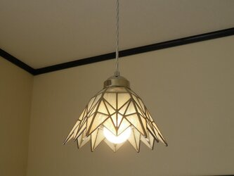 ペンダントライト・ホワイト(ステンドグラス) 天井のおしゃれガラス照明 Lサイズ・(コード長さ調節可)23 の画像