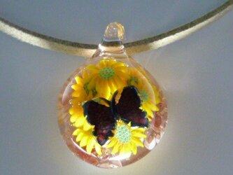 花とレリーフ蝶NO.3(ガラス、花、蝶、ペンダント)の画像