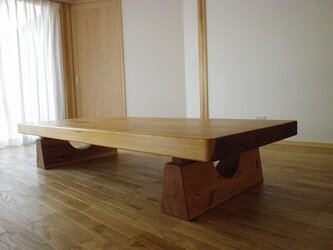 杉のゴツイローテーブルの画像