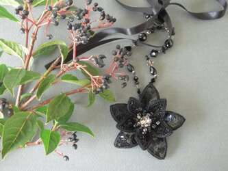 花モチーフのネックレス&ブローチ2WAYの画像