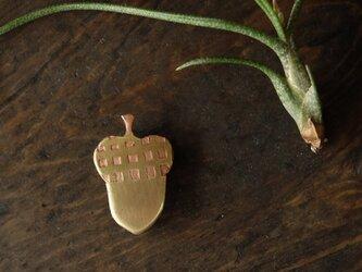 真鍮ブローチ acorn check B022-2の画像