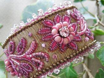 花模様のブレスレットの画像