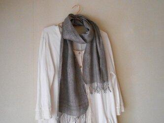 草木染(シラカバ)グレー 手紡ぎ手織り シルク100%マフラーの画像