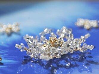 氷華 雪の結晶 きらめくスワロフスキークリスタルブローチ の画像