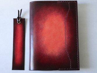 【送料無料】【名入れ可】手染めの本革ブックカバー・文庫版【しおり付】【赤紫】の画像