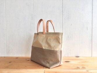 【アウトレット】ベージュと薄茶色の鞄の画像