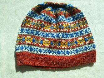 手紡ぎ毛糸の模様編みニット帽【赤・青・白系】の画像