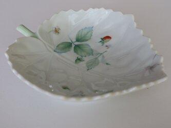 野いちごの皿の画像