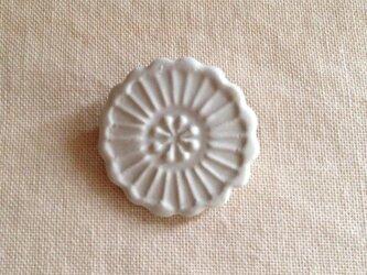 花ブローチ(白マット)の画像