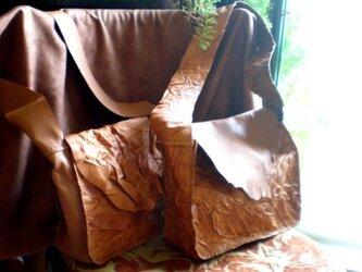 セミショルダーの革袋の画像