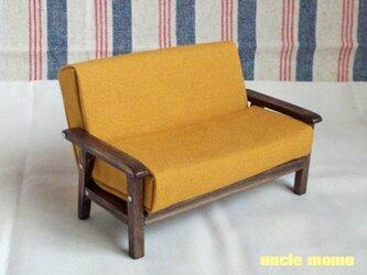 ドール用ソファ2人掛け(色:イエロー×エボニー) 1/12ミニチュア家具の画像