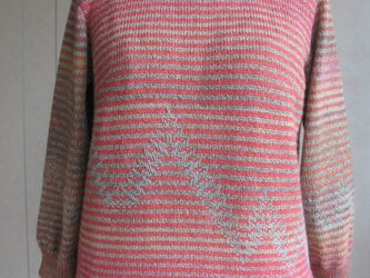 8分袖丈の丸首セーターの画像