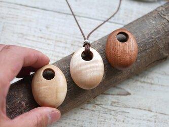 銘木卵型ペンダントの画像