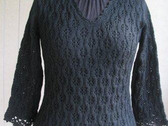 総レース模様のセーターの画像