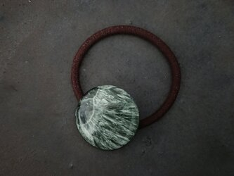 天然石の髪飾り「セラフィナイト」の画像