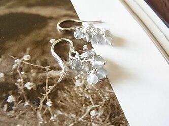 Silver925 高品質極上ラウンデルグレームーンストーンピアスの画像