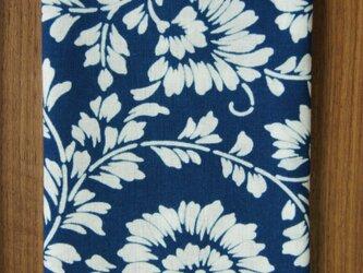天然藍の型染め手拭い  菊唐草の画像