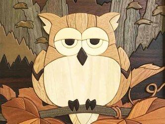 木壁画「月夜のフクロウと山ブドウ」の画像