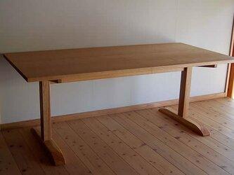 2本足ダイニングテーブルの画像