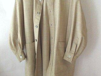 アルパカ混の羊毛のシャツ・ロング丈・ポケット付きの画像